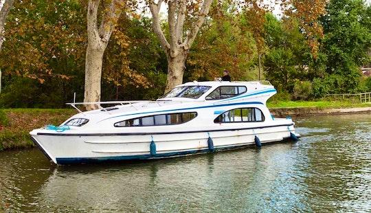 Charter 39' Caprice Motor Yacht  In Porto Levante, Italy