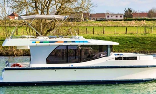 Charter 37' Horizon Motor Yacht  In Porto Levante, Italy