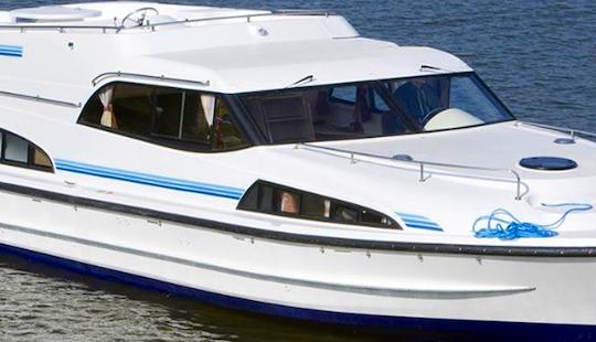 Charter 47' Mystique Motor Yacht In Porto Levante, Italy