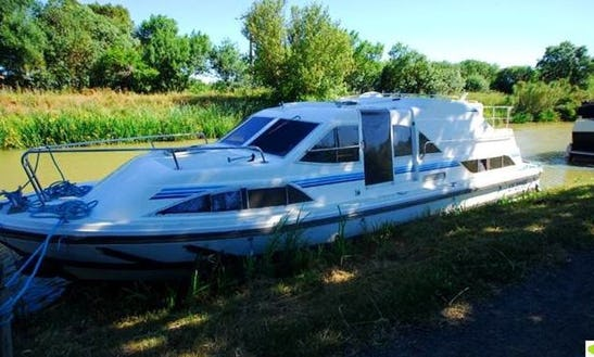 Charter 36' Clipper Motor Yacht In Porto Levante, Italy