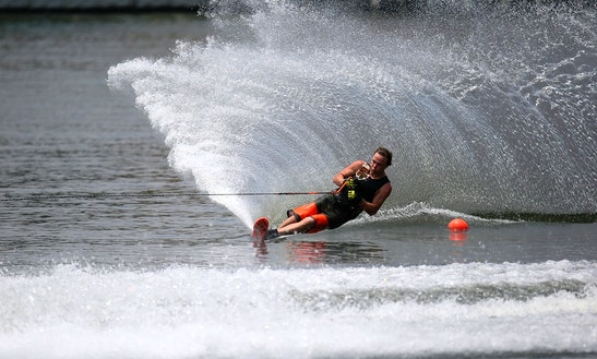 Enjoy 1 Hour Waterskiing In Mellieħa, Malta