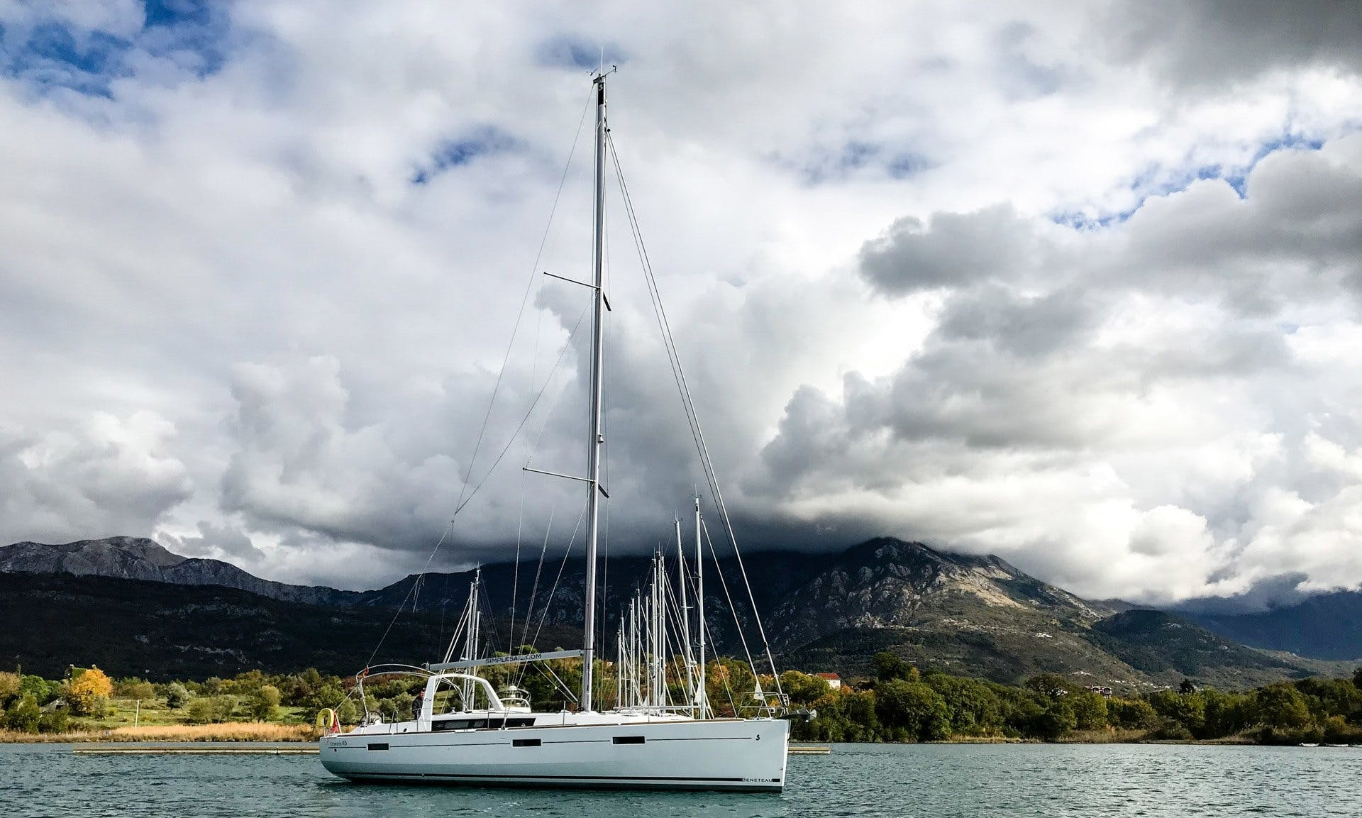 Charter 45' Beneteau Oceanis - Bella Cruising Monohull in Muo, Montenegro