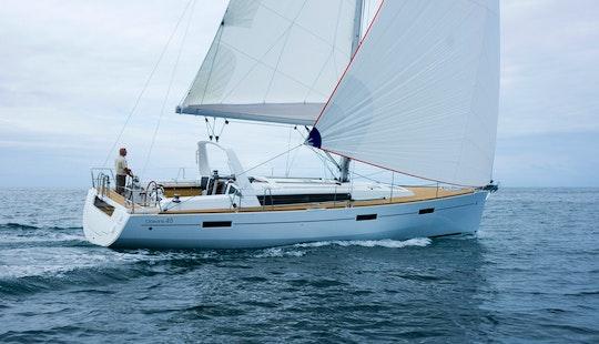 Charter 45' Beneteau Oceanis - Soul Cruising Monohull In Muo, Montenegro