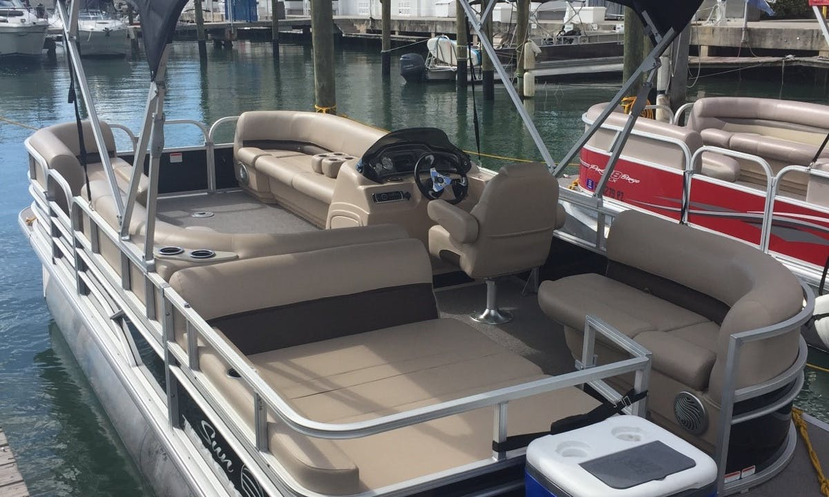 Pontoon rental in Miami for up to 6 passengers