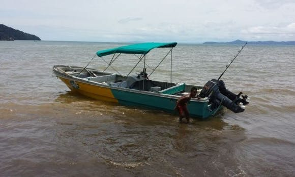 Enjoy Fishing in Bahía solano, Colombia on 25' Center Console