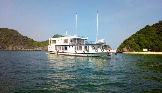 Houseboat / Sleep Aboard In Cat Ba Island - Hai Phong