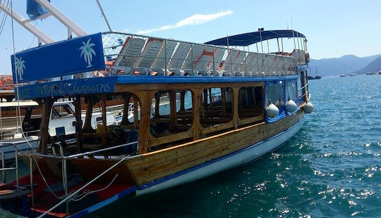 Have A Fun-filled Trip Around The Aegean Sea Onboard A Wooden Boat!