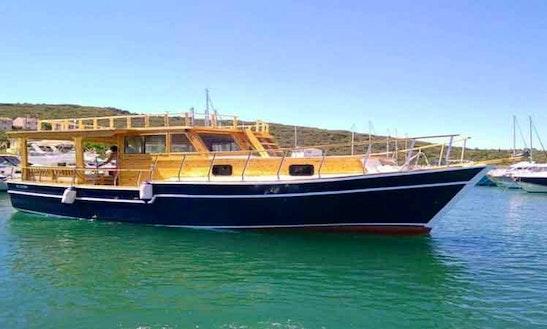 Charter Ozan Kaptan Motor Yacht In İzmir, Turkey
