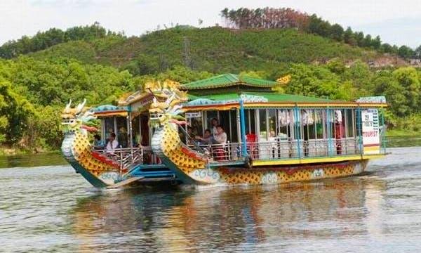 Rental a boat in Hue City