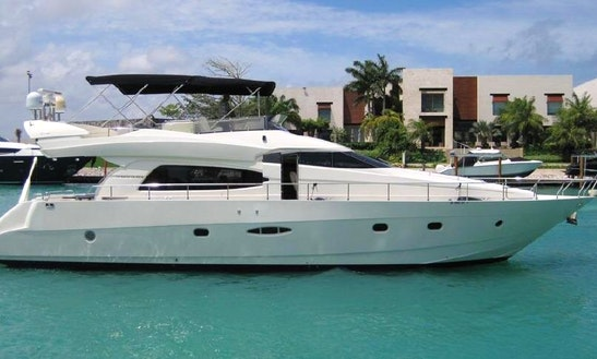 Charter Nuvari 63 Power Mega Yacht In Cancún, Mexico