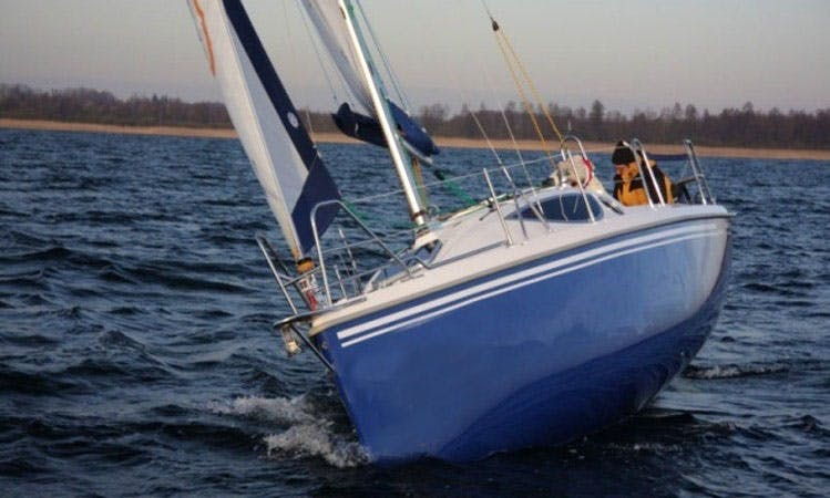 Charter the 24' Maxus Sailboat in Lisboa, Portugal