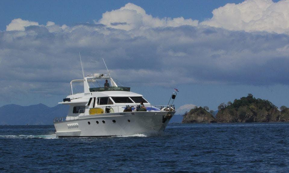 Charter a Motor Yacht in Provincia de Guanacaste, Costa Rica