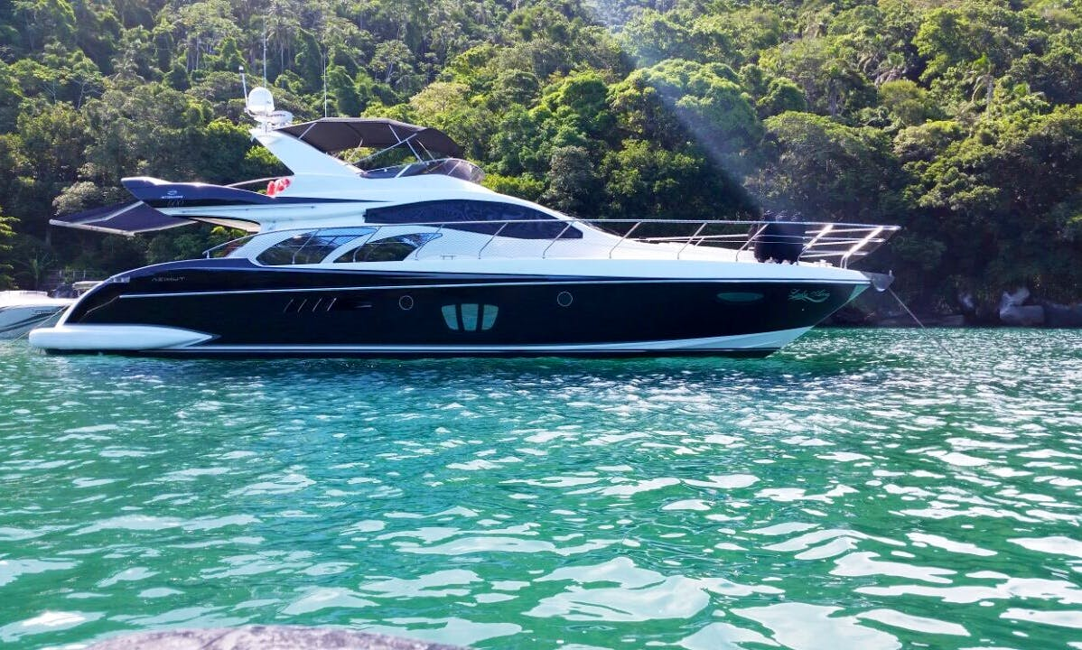 17 Person Azimut 600 Full Yacht For Rent in Guarujá, Brazil