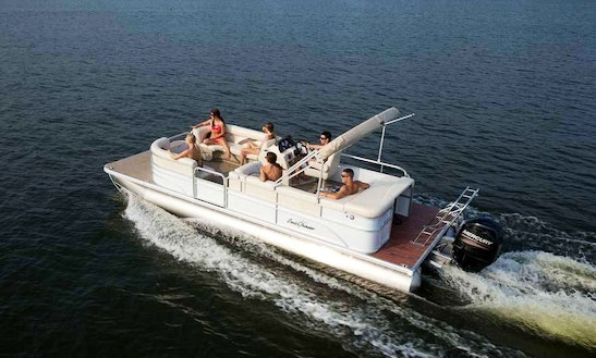 25' Pontoon Boat Rental In Stock Island, Florida
