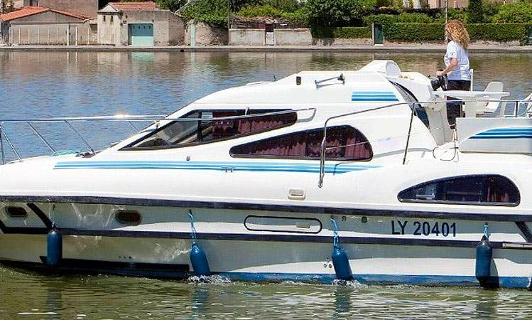 Charter 34' Consul Motor Yacht in Camargue, France
