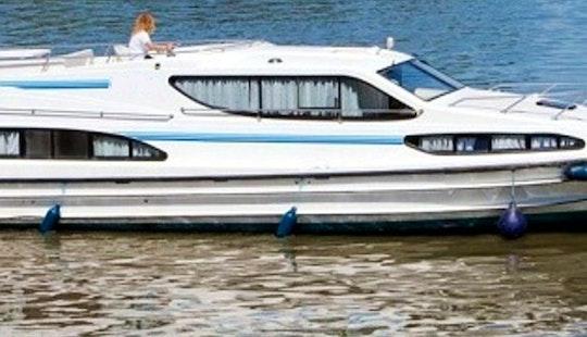 Charter 48' Magnifique Motor Yacht In Camargue, France