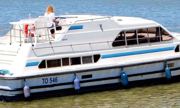 Charter 42' Nautilia Motor Yacht in Camargue, France