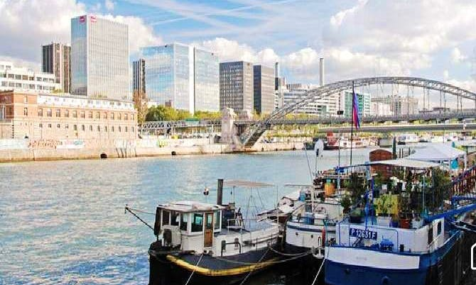 65' Houseboat Charter in Paris, France