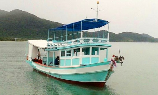 Rodjanaphan Private Fishing Boat In Tambon Ko Chang