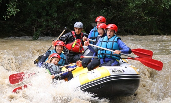 Enjoy Rafting In Cataluña, Spain