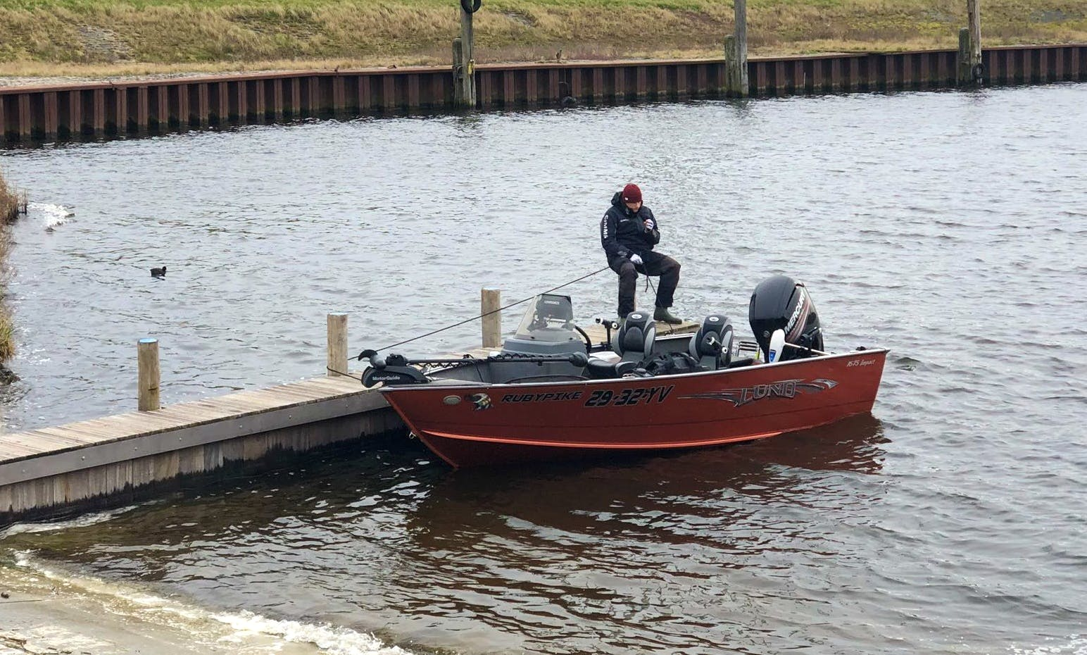 Enjoy Fishing in the Netherlands (Volkerak, Haringvliet, Hollands Diep, Veluwemeer) on the RubyPike : Lund Impact SS 1675 BassBoat