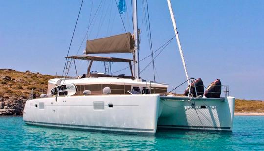 Charter 45' New Horizons Power Catamaran In Alimos, Greece