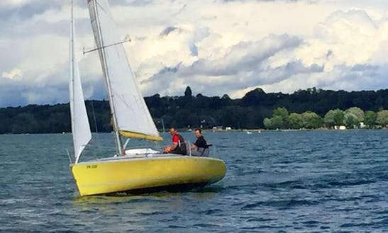Rent 27' Dolphin Daysailer In Estavayer-le-lac, Switzerland