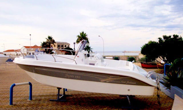 Syros 190 Center Console Rental for 7 People in Milazzo, Italy