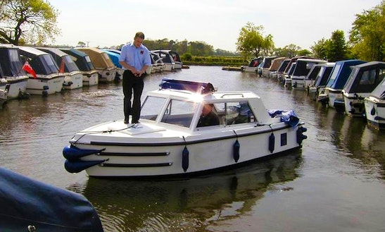 Electric Boat Hire In United Kingdom