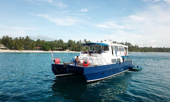 """Passenger Boat In Padang Barat """"samudra Biru"""" Means """"blue Ocean"""" And Is One Of The Nicest Catamarans Operating In The Mentawai Islands. With Its Hyperlight Design And A Draft Of Only 3 Feet, This Boat, Powered By Twin 350 Hp Diesel Engines, Is One Of The Fastest Surf Charter Vessels Plying These Wave-rich Waters. She Has A Top Speed Of 15 Knots, With An Average Daytime Cruising Speed Of 10-12 Knots Depending On Conditions, And A Nighttime Cruising Speed Of 8-10 Knots (for Safety). Samudra Biru's Catamaran"""