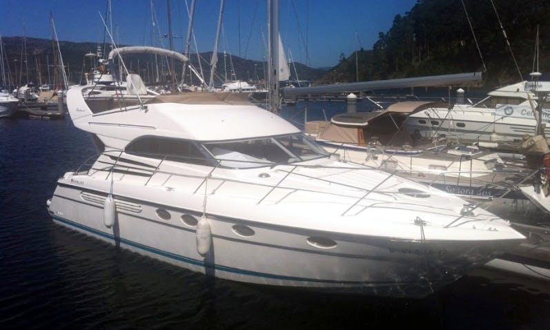 Charter 42' Fairline Squadron Motor Yacht in Vigo, Spain