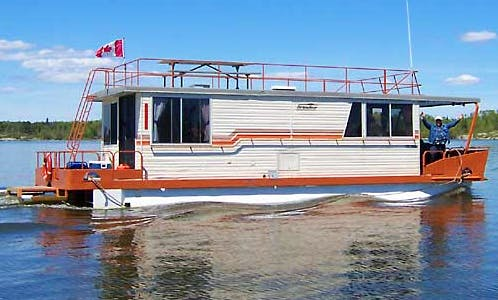43' Houseboat Rental In Lake of the Woods, Canada