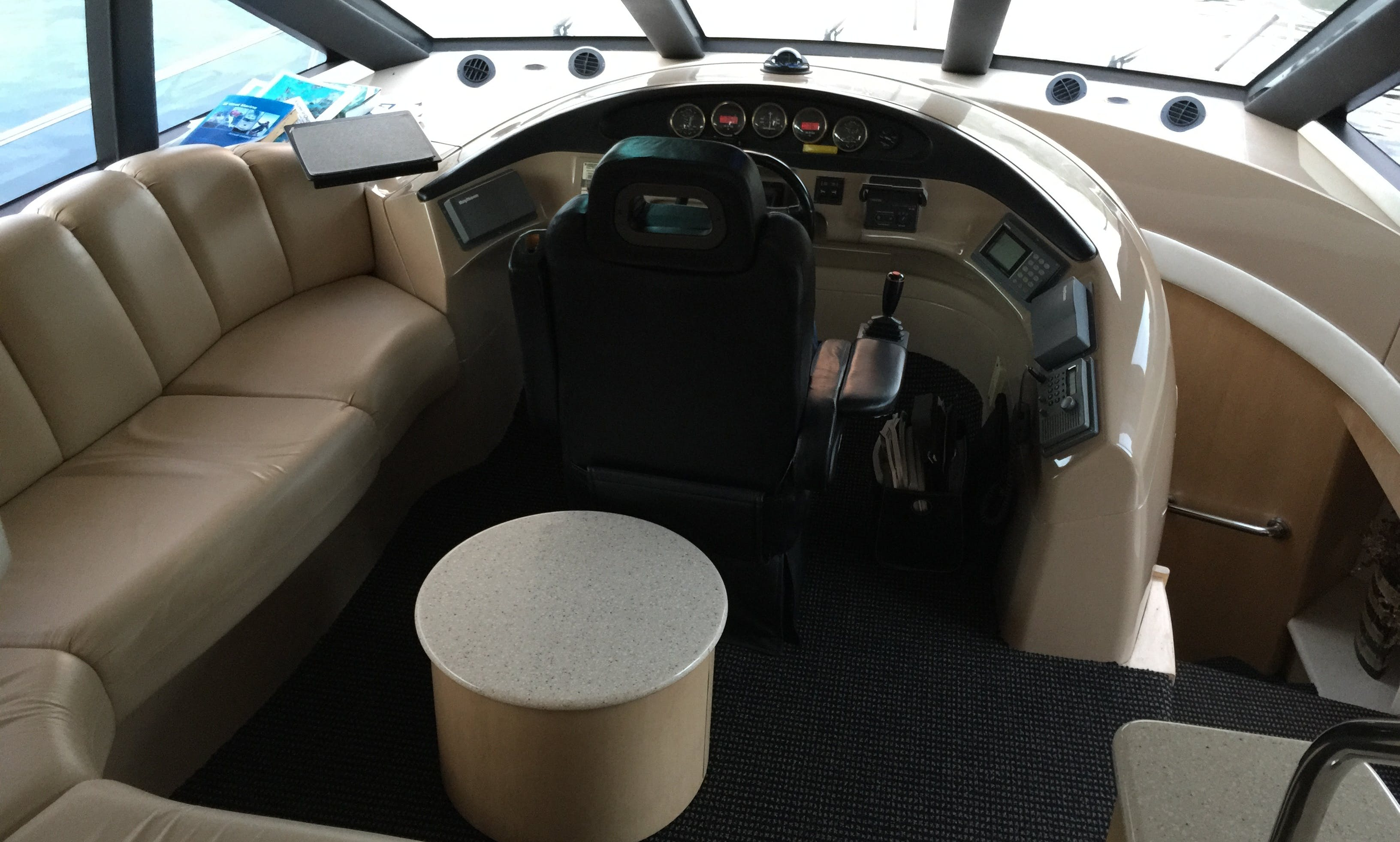 Carver 530 Yacht charter in Milwaukie