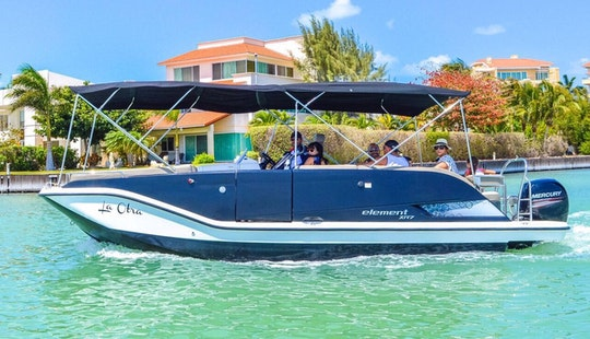 Charter 26' Bayliner Deck Boat In Cancún, Mexico