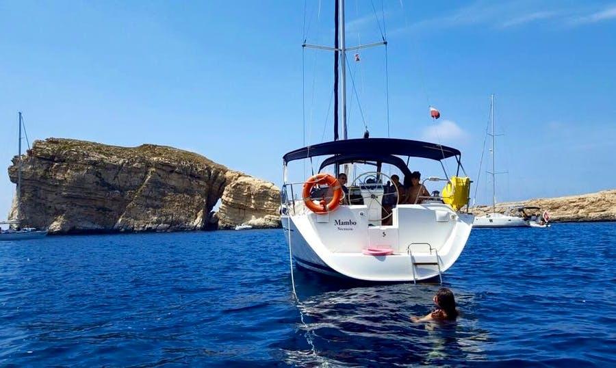 Charter 39' Beneteau Oceanis Clipper - Mambo Cruising Monohull in Ta' Xbiex, Malta