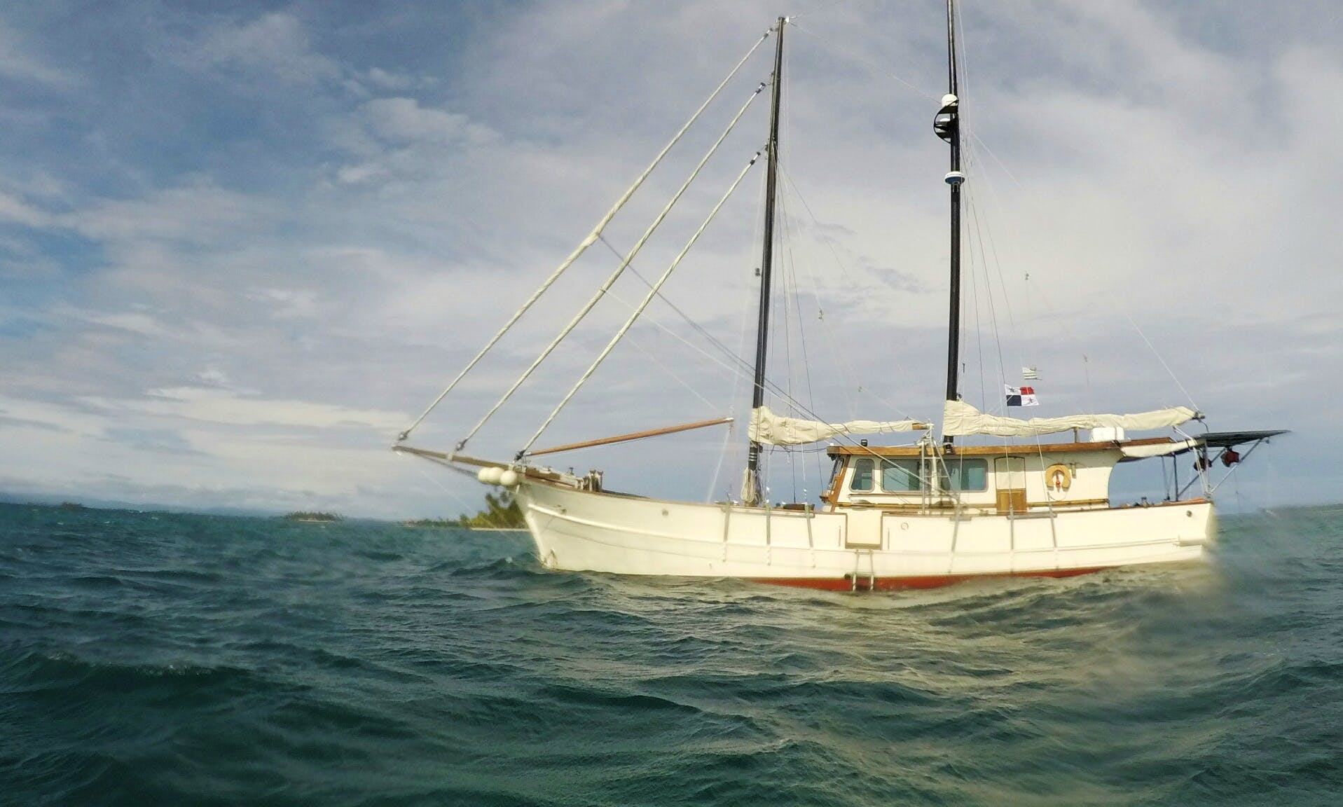 Charter a Cruising Monohull in Guna Yala, Panama