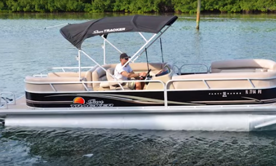 Pontoon Boat 26ft - Fully Equipped
