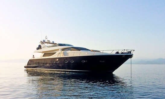 Charter 74' Uniesse Power Mega Yacht In Port Dell'etna - Marina Di Riposto