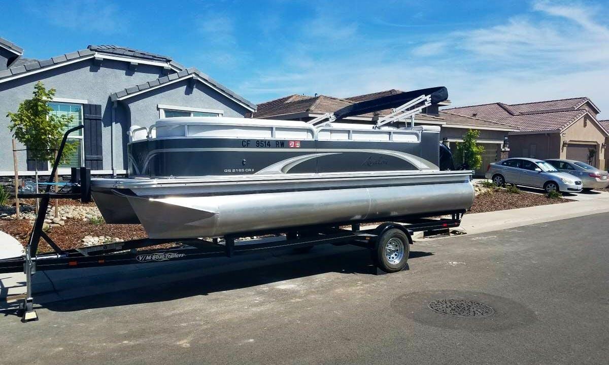 21' Avalon GS 2185 Pontoon Boat Rental in Glenbrook, Nevada