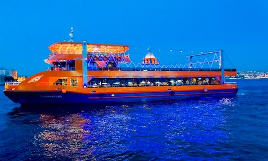 Enjoy Amazing Dinner Cruise In İstanbul, Turkey