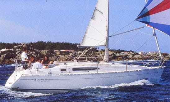 Explore Toscana, Italy Aboard 32' Sun Odyssey Cruising Monohull