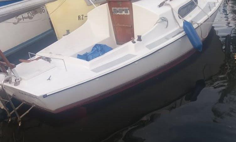 Compact cabin-sailboat for rent, licence-free! Kompaktes Kajüt-Segelboot zu vermieten, bootsführerscheinfrei!