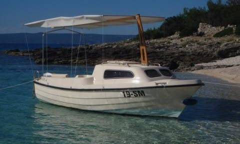 17' Ven 501 Cabin Rental For 6 People in Sumartin, Brač