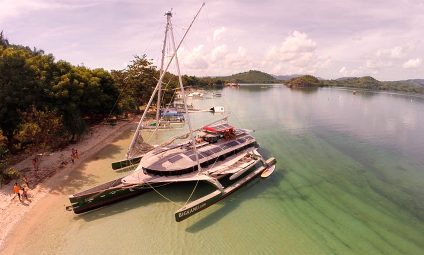 """Big Kanu"" Trimaran Charter in Nusapenida, Bali For 12 People"