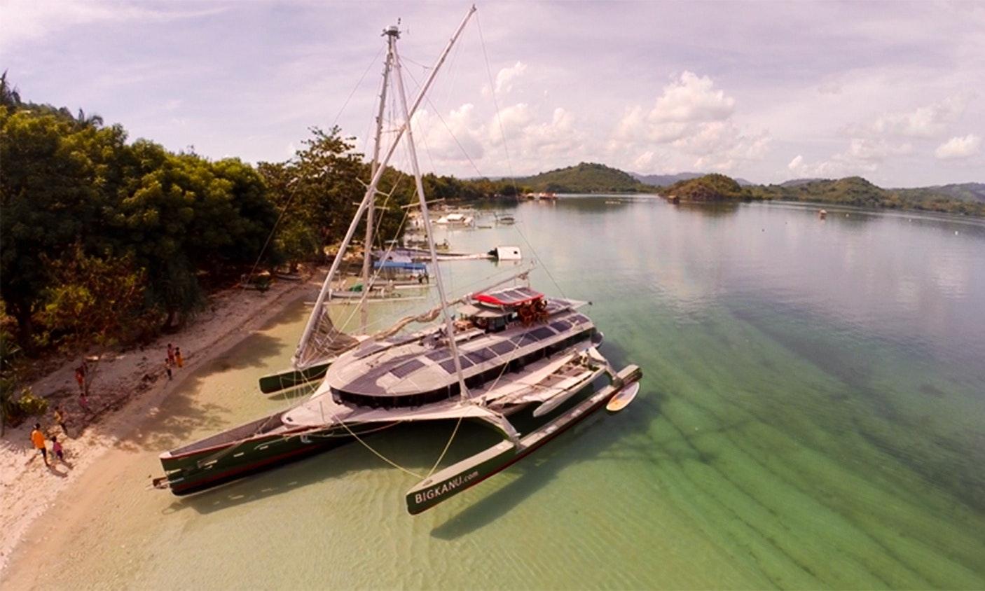 Big Kanu Trimaran Charter In Nusapenida Bali For 12 People Getmyboat