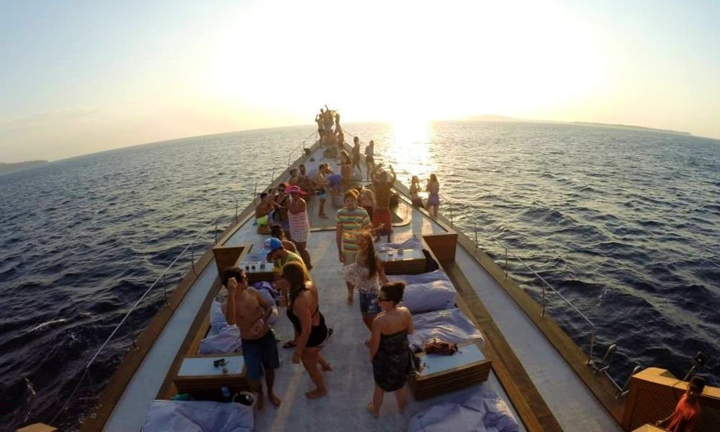 Cruise along the coast of Nusapenida, Bali with this Dragoon 130 Party Boat