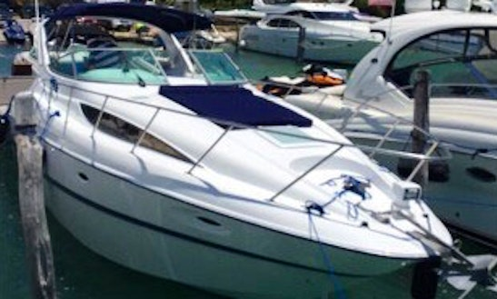 Charter This 6 Persons 31' Bayliner Motor Yacht In Cancún, Mexico