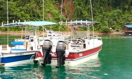 Enjoy Fishing With Friends on This 4 Person Center Console in Rionegro, Colombia