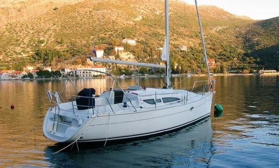 Enjoy On This 6 Persons 32' Jeanneau Sun Odyssey Cruising Monohull In Paleo Faliro, Greece