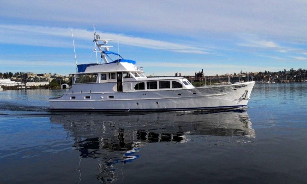 Motor Yacht in Seattle